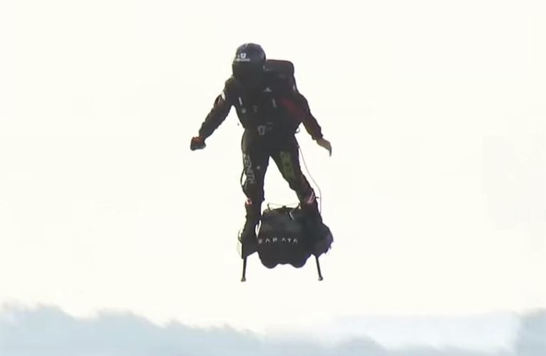 Zapata crossed the English Channel on his Flyboard Air