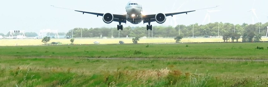 QATAR B777 EXTREME CROSSWIND STORM LANDING AT AMSTERDAM AIRPORT