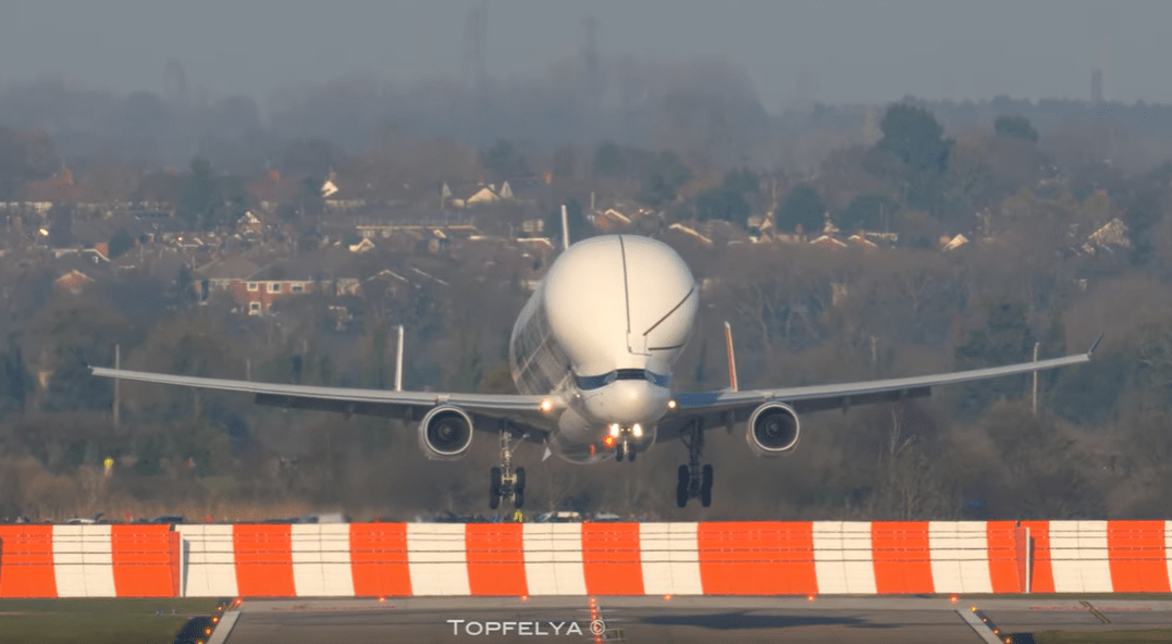 EXTREME SHORT LANDING OF THE AIRBUS BELUGA XL DURING ITS FIRST VISIT TO THE UK
