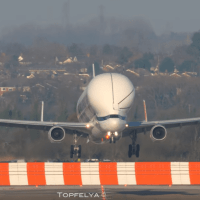 VIDEO - EXTREME SHORT LANDING OF THE AIRBUS BELUGA XL DURING FIRST VISIT TO UK