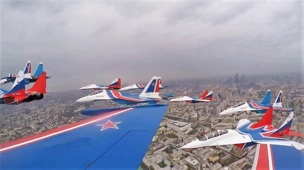Awseome Flyovers over the Red Square in Moscow to Celebreate 75th Anniversary of Victory Day