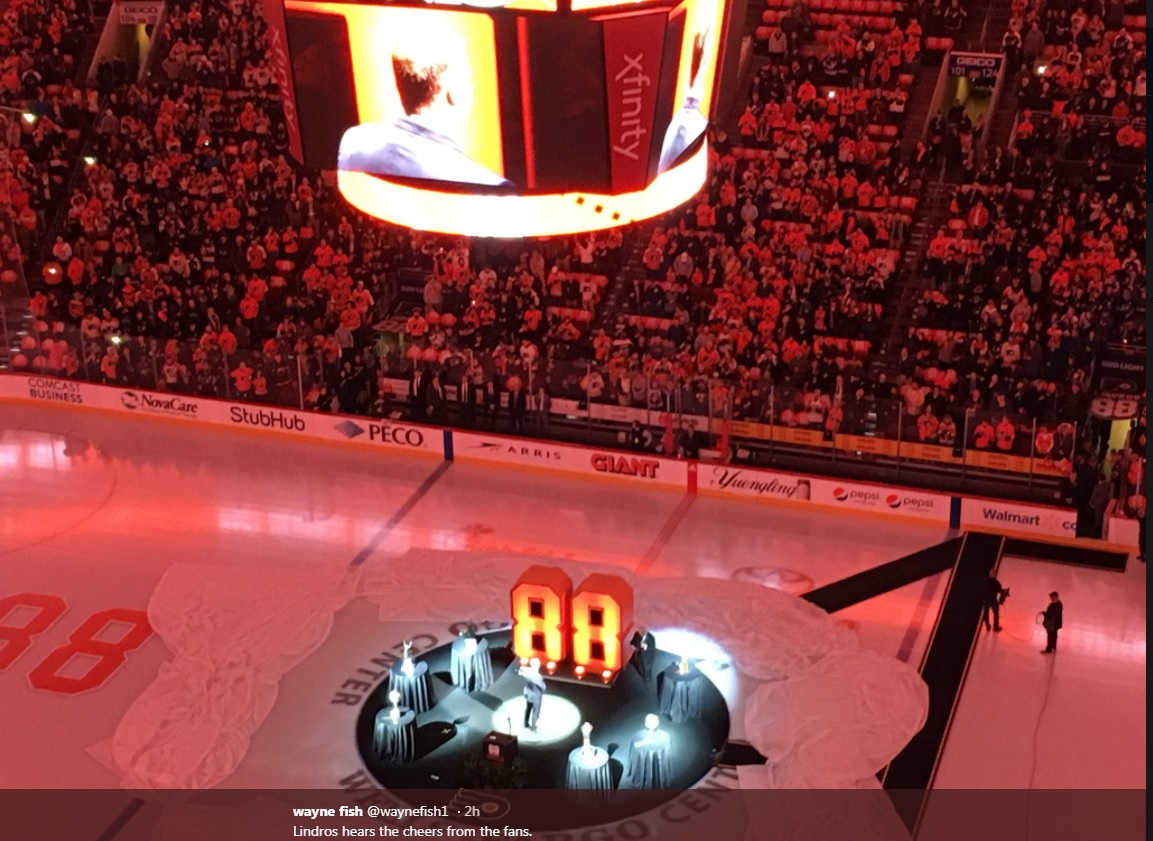 Lindros return to Flyer family complete with number retirement