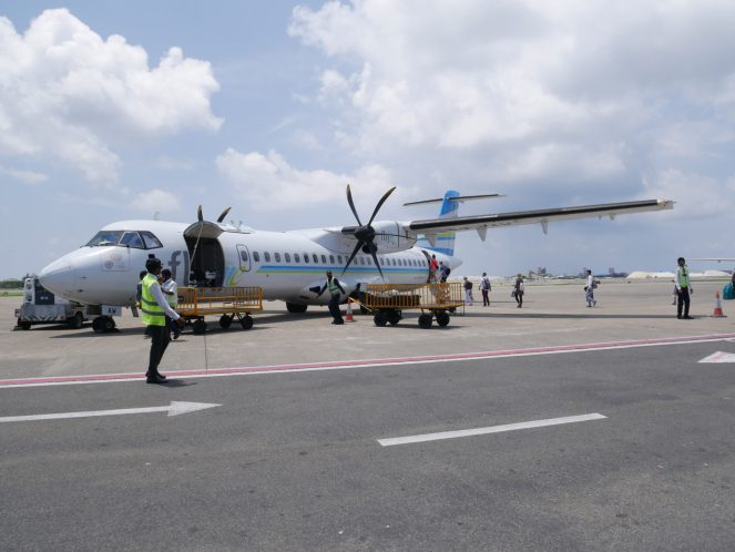 Flyme ATR 72-500 on the tarmac as passengers board the rear door