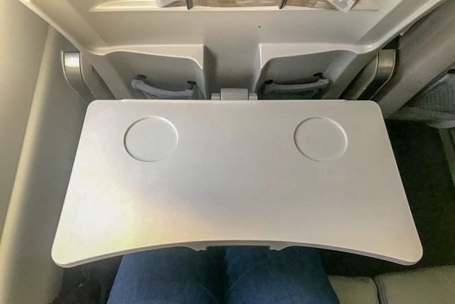 airBaltic A220-300 business class tray table