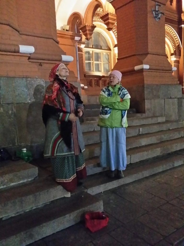 Moscow, Russia is a fascinating place. When you visit it, you soon discover that strolling down its streets is like a treasure hunt: something interesting awaits you on every corner. The two folk singers are one of the treasures I found - and I recorded them. Click through to hear more!