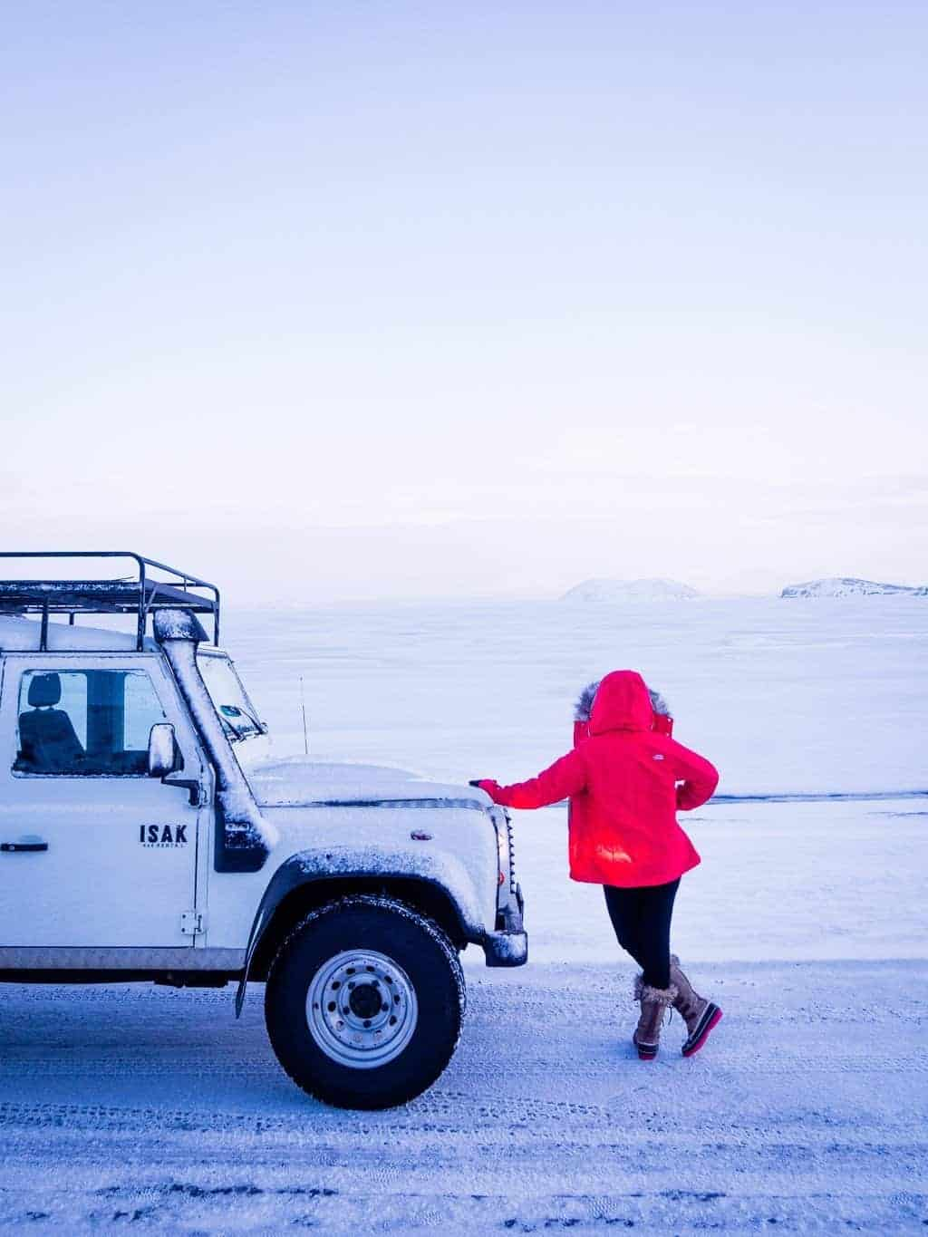 10 Iceland Travel Tips for First time visitors. This guide contains all the tips and tricks you need to know before your first time in Iceland, including costs, visiting in summer or winter, how much time you'll need, road trip info. You'll also find info on things to do and tips on how to see the Northern Lights, visiting the blue lagoon, the Golden Circle, waterfalls, glaciers, best hotels, hot springs, vik, Icelandic horses and much more.