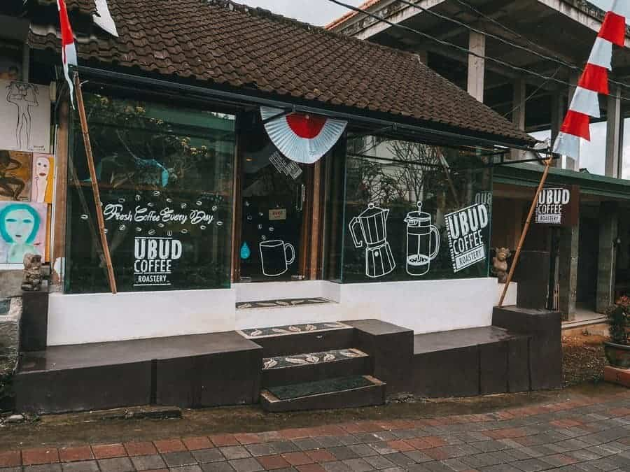 Travelling to Bali, Indonesia? Here is a list of 40 of the Best Restaurants and Cafes in Ubud. Our complete food guide contains info on where to find the best cheap eats, coffee, healthy food, vegan and vegetarian restaurants in Ubud.