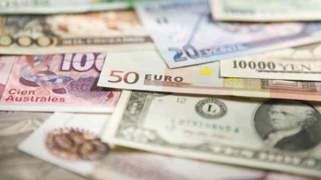 currencies euro dollar yen