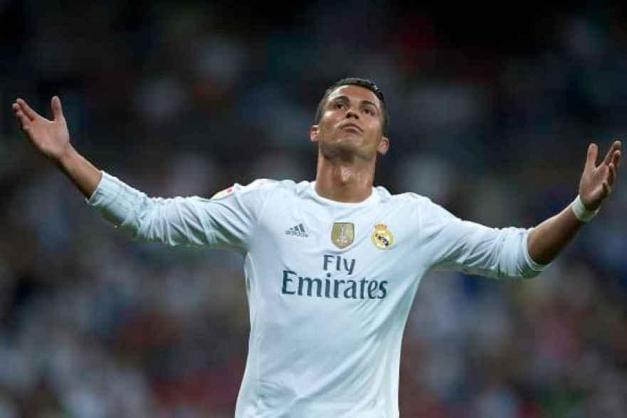 Cristiano Ronaldo de Real Madrid CF reacciona ya que no puede marcar durante el partido de La Liga entre Real Madrid CF y Real Betis Balompie en Estadio Santiago Bernabeu el 29 de agosto de 2015 en Madrid, España.