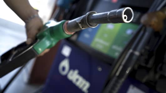 A worker grabs a nozzle at a PTT gas station in Bangkok, Thailand, January 5, 2016.