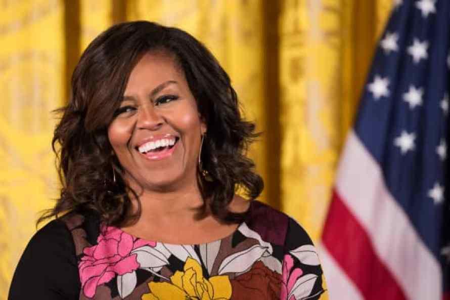 La primera dama de los Estados Unidos, Michelle Obama, hace declaraciones de apertura durante el evento final de las Fuerzas que se unen para discutir el problema de los sin techo para veteranos.