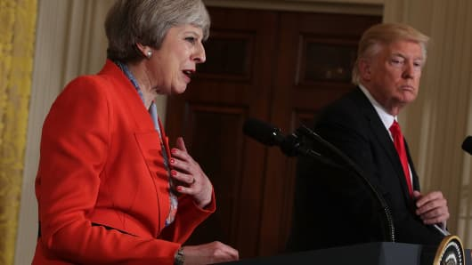 U.S. President Donald Trump (R) and British Prime Minister Theresa May (L)