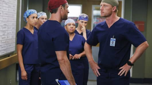 Owen Hunt from Grey's Anatomy yells at Nathan Riggs for unprofessional behavior