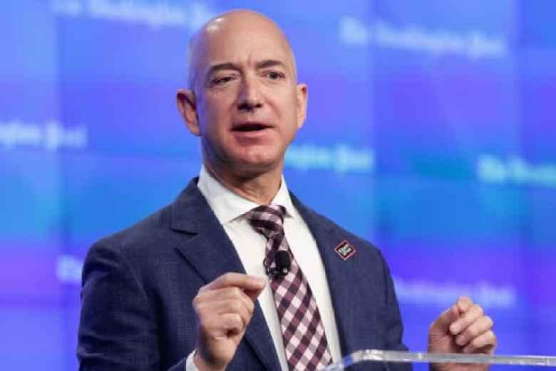 El fundador de Amazon y el dueño de Washington Post Jeff Bezos