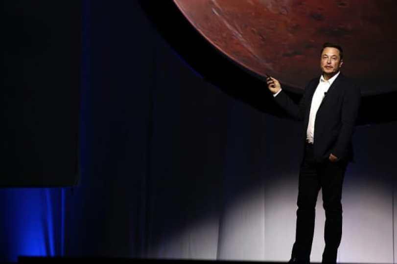 Elon Musk, CEO de SpaceX, habla durante el Congreso Astronáutico Internacional en Guadalajara, México, el 27 de septiembre de 2016.