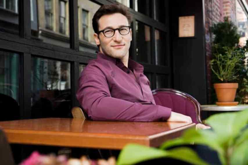 """Simon Sinek, autor superventas, orador y autodenominado """"optimista inquebrantable""""."""