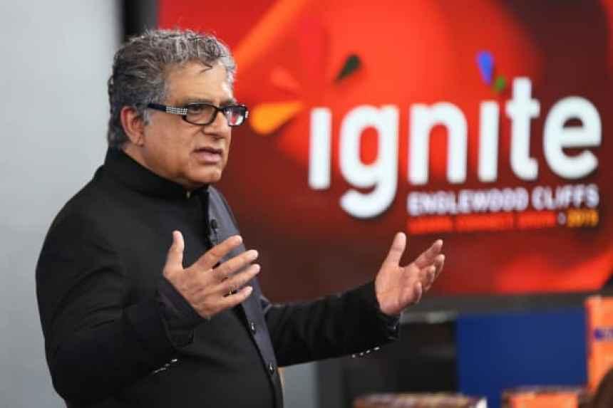 Deepak Chopra habla con los empleados de CNBC sobre la meditación