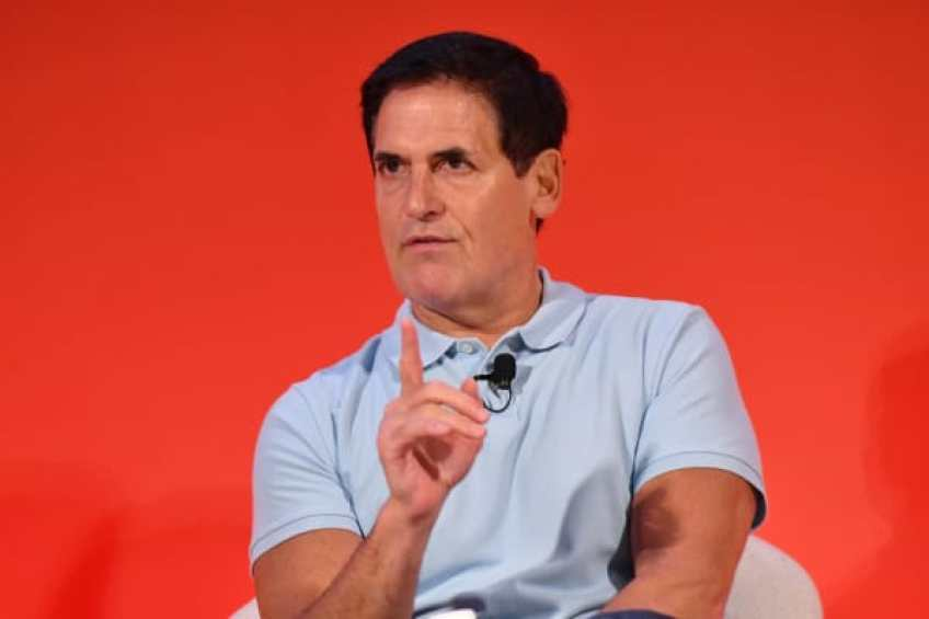 Mark Cuban habla en el escenario durante THRIVE con el panel de Arianna Huffington en The Town Hall durante 2016 Advertising Week New York el 28 de septiembre de 2016 en la ciudad de Nueva York.