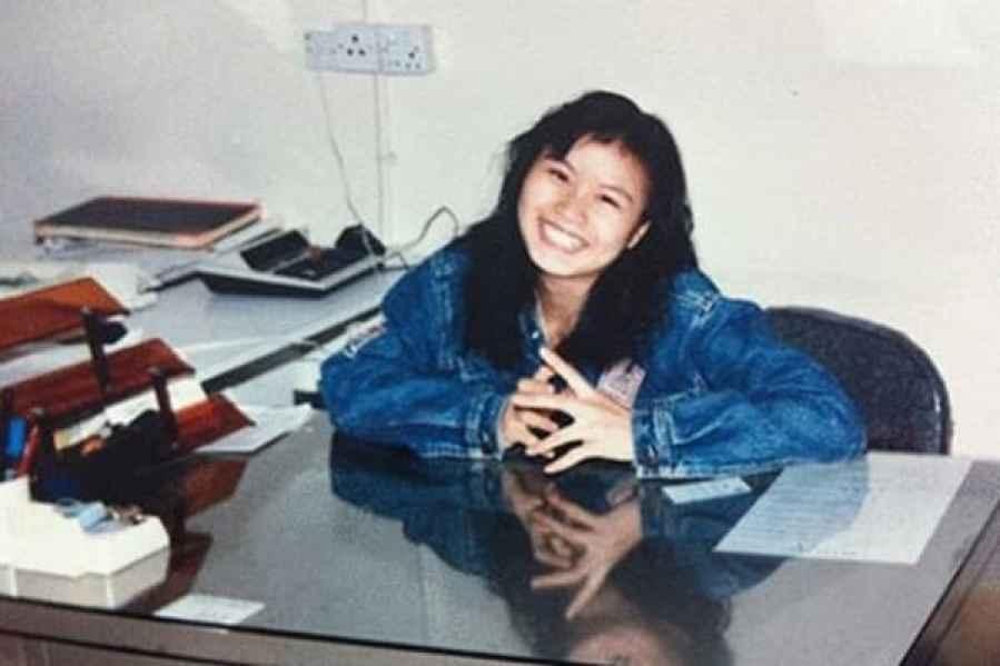 Zhou Qunfei como el gerente de la fábrica para primer empleador en Shenzhen, 1991-1992.