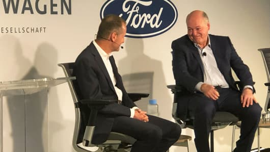 Volkswagen AG CEO Dr. Herbert Diess, left, and Ford CEO Jim Hackett during a press conference in New York, July 12, 2019.