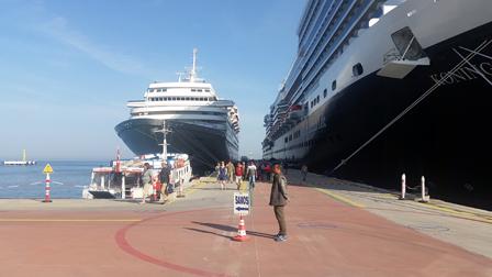Fähre im Hafen