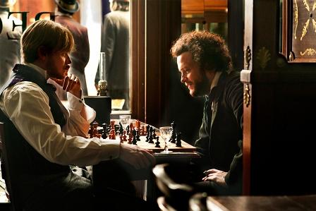 karl Marx und Engel spielen Schach