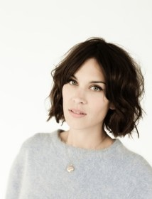 alexa chung wavy bob and side swept bangs