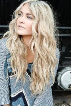 loose messy waves blonde hair