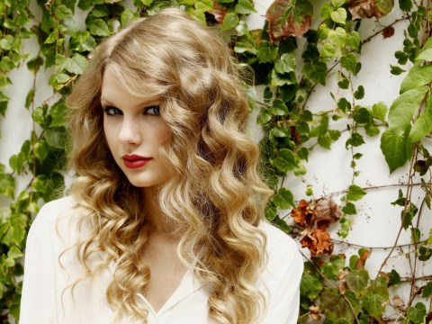 taylor swift curly long layers