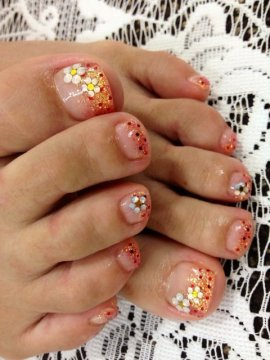 pretty flower toe nail design