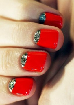 red nails glitter
