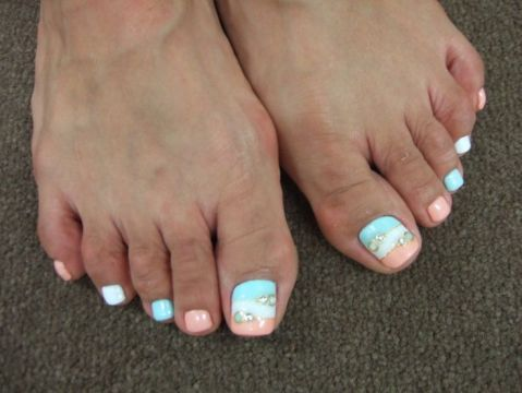 toe nail design in pastel colors