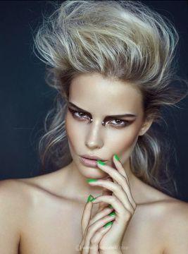 cute bridge piercign dramatic makeup