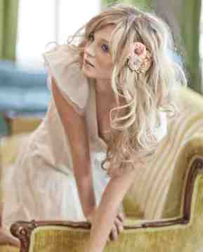 Loose WAvy down Wedding Hairstyle with Floral Brooch in side