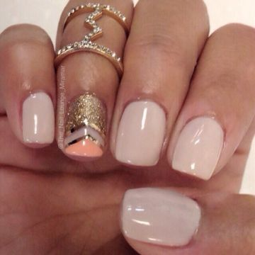 Fancy ring finger nails