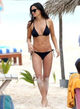 Demi Moore body shape