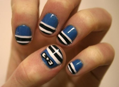 In the navy patterned short nails.