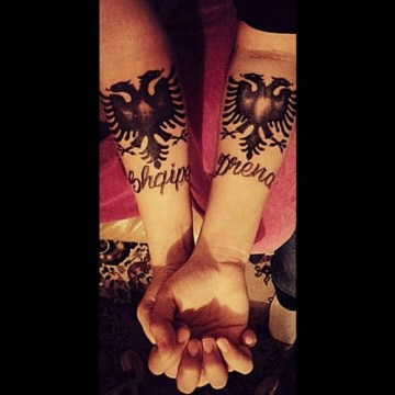 artistic design of tattoo with name for sisters