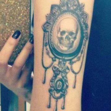 'mirror mirror' skull tattoo