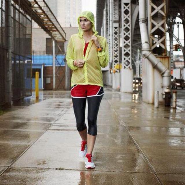tights shorts in the rain running