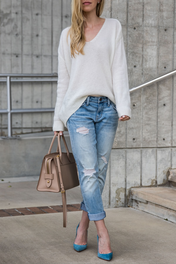 comfy sweater boyfriend jeans outfit