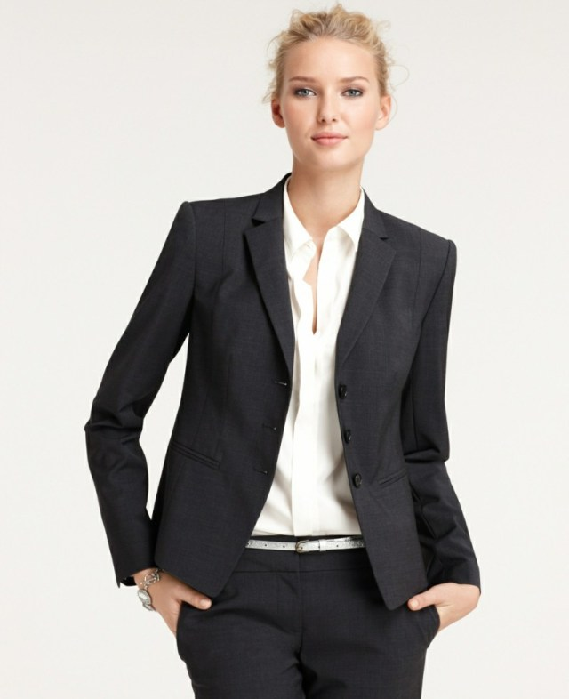 lady with suit wearing a thin belt