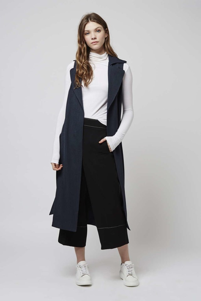 longline sleeveless jacket outfit idea