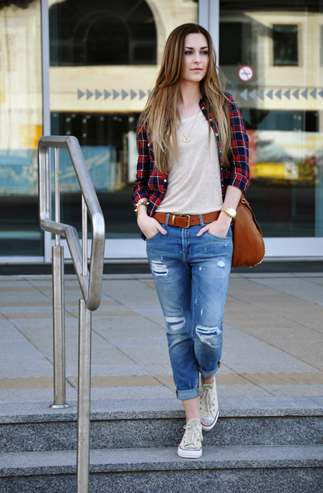 tee capri jeans boyfriend shirt outfit