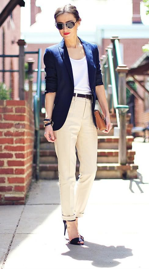 What Shoes to Wear with Beige Pants for Women?