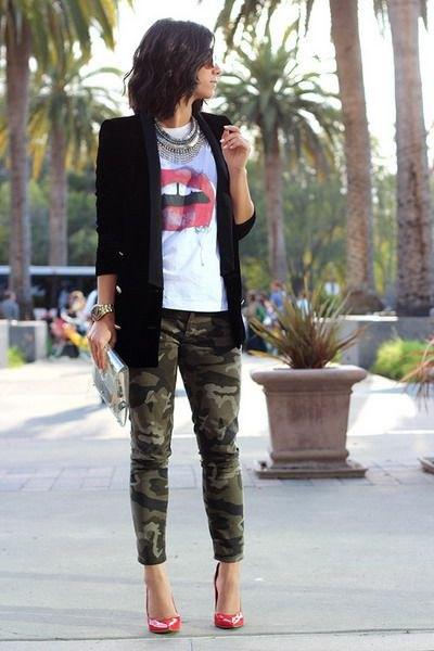 black blazer white print t shirt army pants