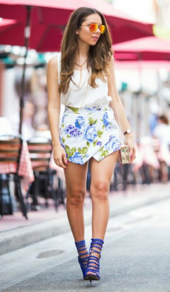 blue strappy heels white floral skort