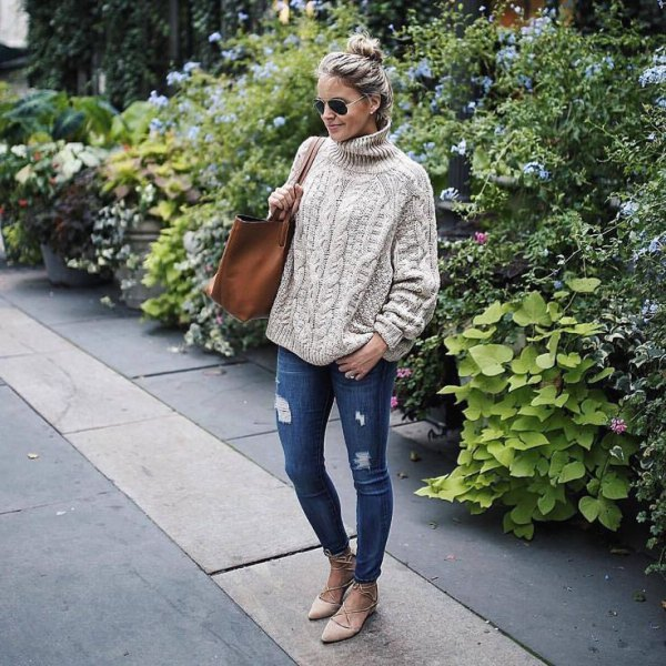cream chunky knit sweater ripped jeans