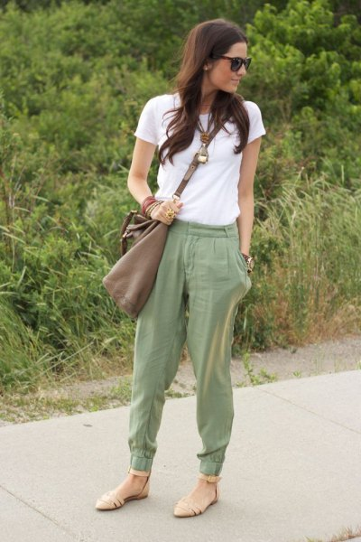 nude sandals beige jogger pants outfit