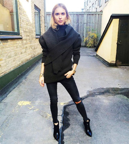pointy toe ankle boots black wool coat ripped skinny jeans
